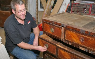 Antique Furniture Restorer Simon Lorkin - Surrey, Sussex and the south east of England